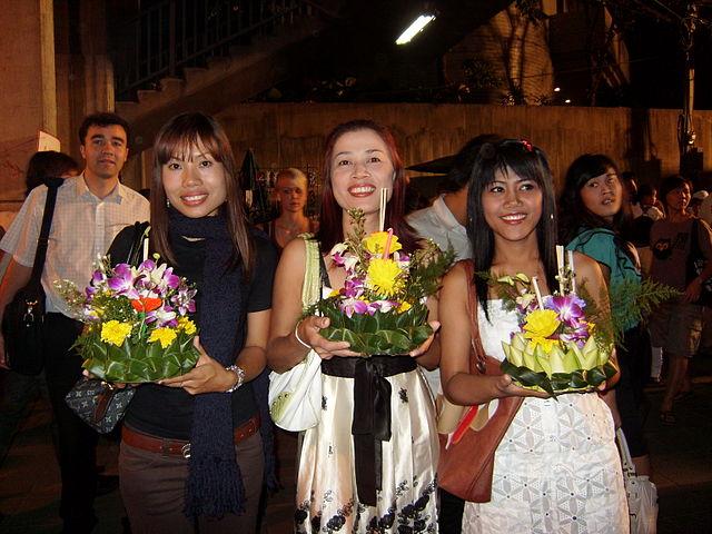 Thais mit Krathongs