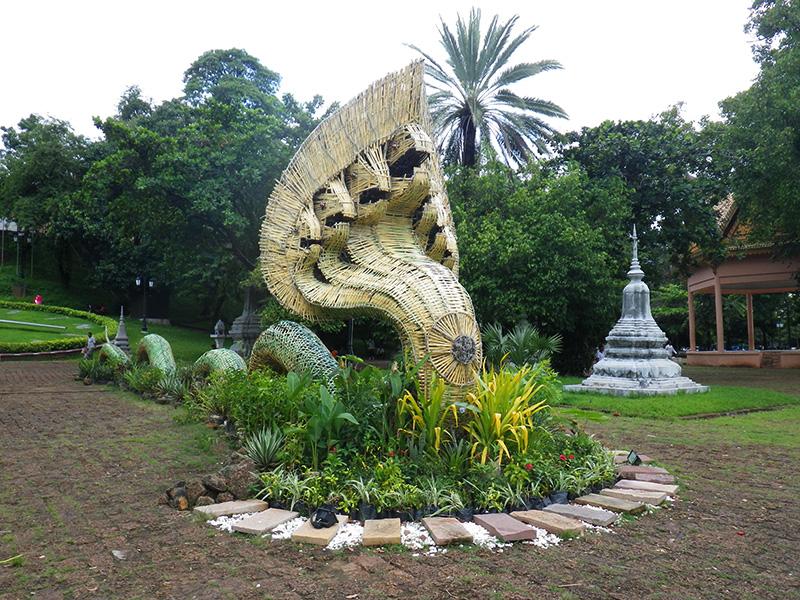 Naga vor dem Wat Phnom