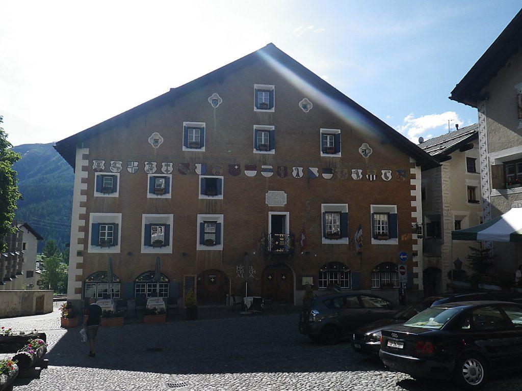 Das älteste Haus von Zuoz: Hotel Crusch Alva,